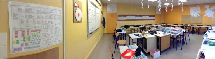 Le programme sur 4 ans et les manuels scolaires au centre de la salle